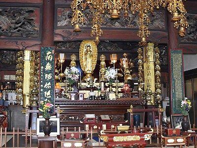 本堂の祭壇
