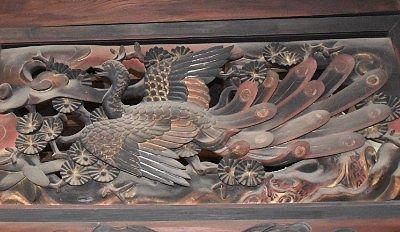 孔雀の彫刻