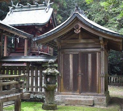 賀茂神社の石塔