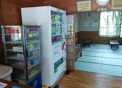 自販機と大広間の休憩室