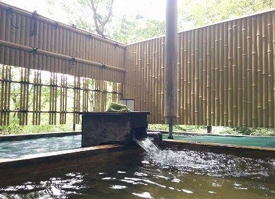 露天風呂に入った時の周りの景色