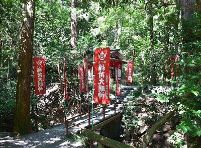 宝玉稲荷神社への参道