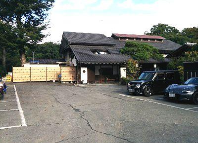 新木鉱泉旅館前の駐車場の様子
