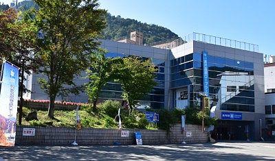 山麓駅駅舎ビル