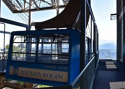 山頂駅到着のゴンドラ