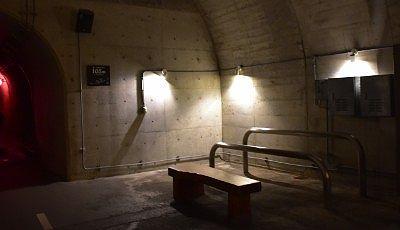 トンネル内の休憩所
