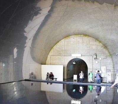 水鏡の上から見たトンネルの様子