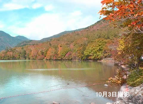 紅葉の湯ノ湖