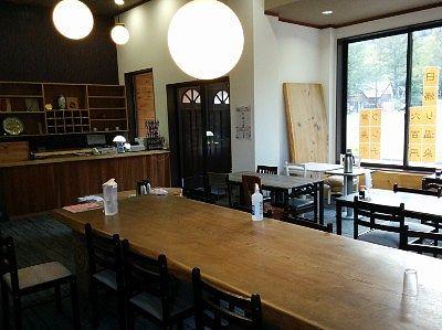 フロントと食堂の様子