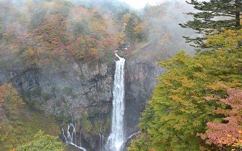 秋の華厳の滝