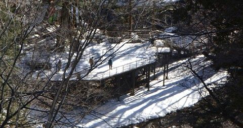 冬の湯滝下観瀑台