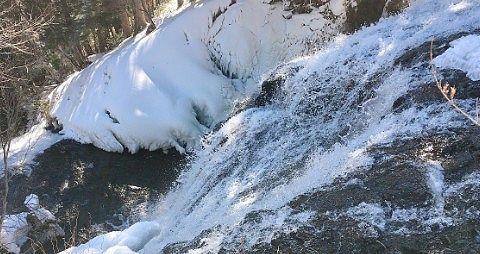 冬の湯滝横