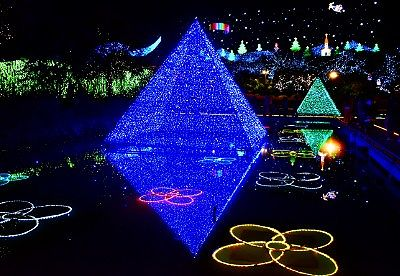 ピラミッドのイルミネーション