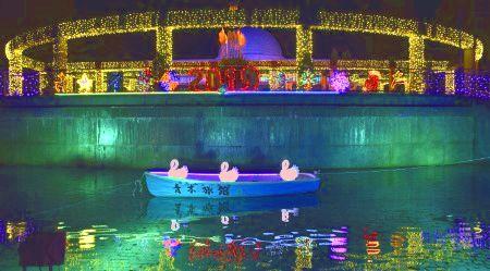 池とフラワーパークのイルミネーション