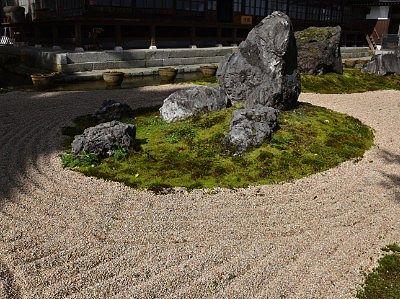 巨石枯山水庭園
