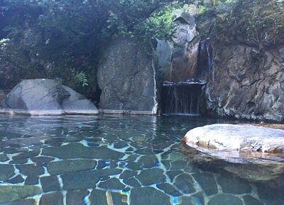 岩風呂の露天風呂の様子