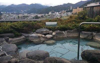 越後湯沢温泉街が一望できる露天風呂