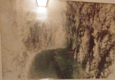 源泉が湧き出る洞窟