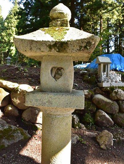 ハートの形した石灯篭