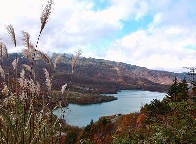遊歩道から見た田代湖