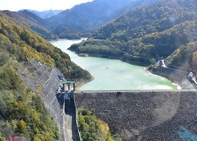 二股ダムと二股湖