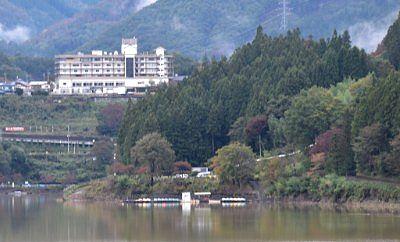 赤谷湖の高台にある猿ヶ京ホテル