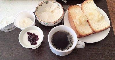 ヨーグルトと豆腐アイスとコーヒーなど