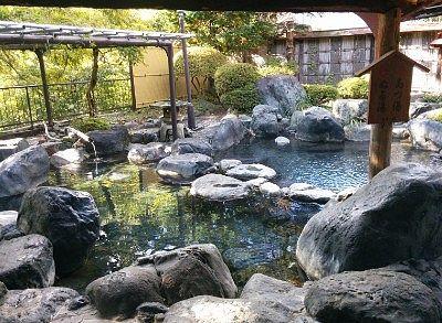 熱湯とヌル湯に分かれてた露天風呂