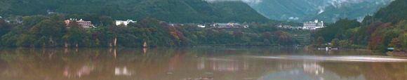 赤谷湖記念公園から見える猿ヶ京温泉街