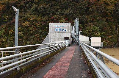 相俣ダム天端の歩道の様子