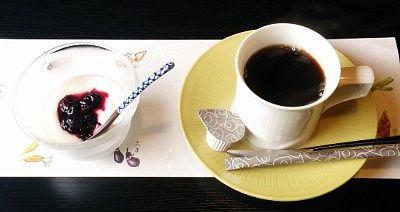 コーヒーと自家製ヨーグルト