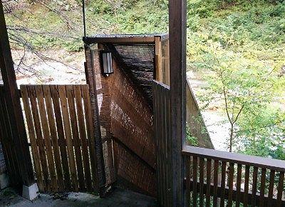 渓流露天風呂への階段