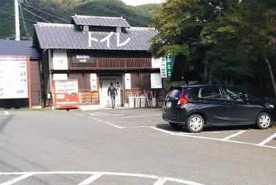 トイレと駐車場