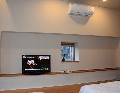 TVと壁面の様子