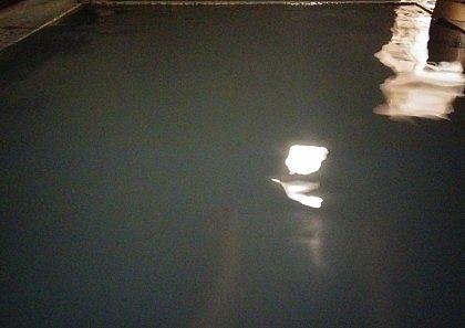 綿の湯源泉のお湯の色