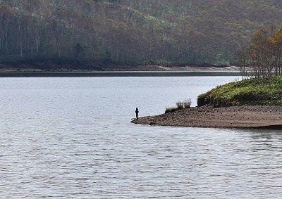 野反湖の釣り人