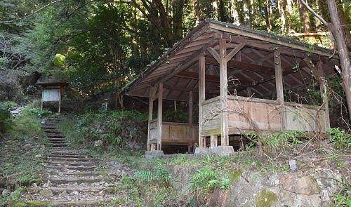 東屋の休憩所