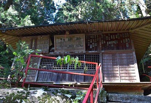 名草厳島神社拝殿