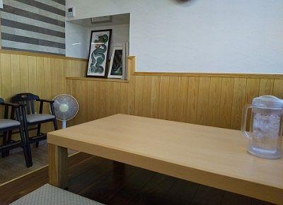 新店舗のテーブル席