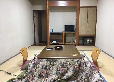 部屋の様子とテレビ