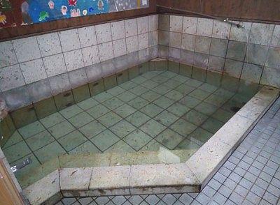 窪湯の浴槽