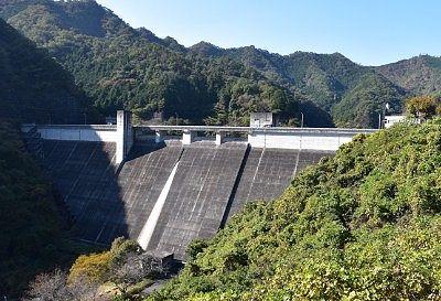 松田川ダムのコンクリート堤
