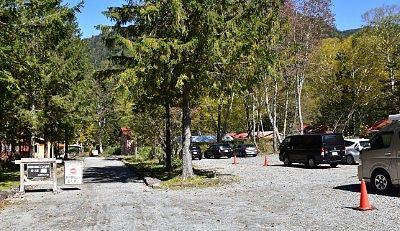 菅沼キャンプ村手前の駐車場