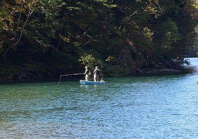菅沼で釣り