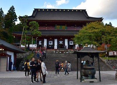 ライトアップ前の輪王寺三仏堂