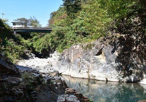 四万甌穴群のある四万川渓谷の様子