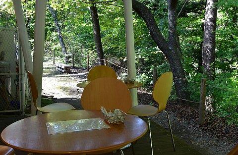 森のカフェKISEKIテラス席の様子