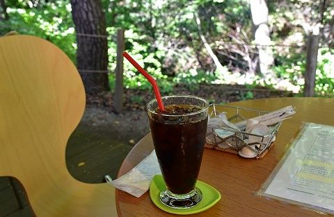 森のカフェKISEKIでアイスコーヒー