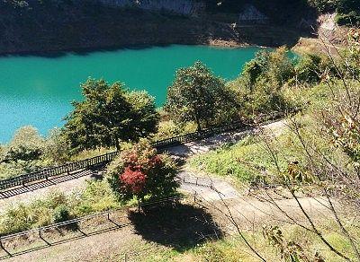 湖水間近までいける公園