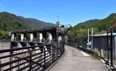 ダム堤上遊歩道